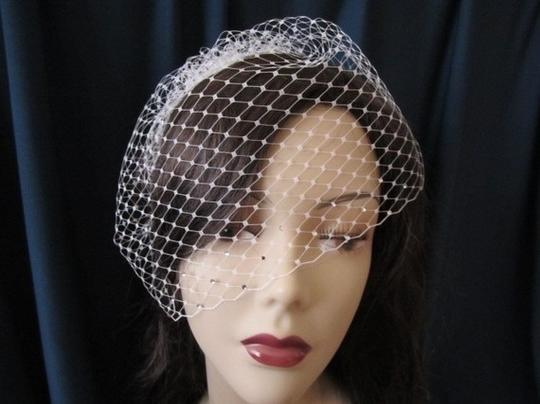 Preload https://item2.tradesy.com/images/ivory-birdcage-with-swavorski-crystals-bridal-veil-87896-0-0.jpg?width=440&height=440