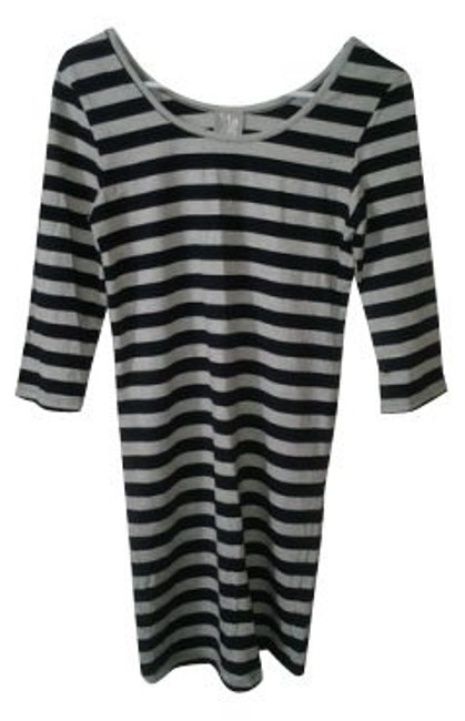 Preload https://item5.tradesy.com/images/topshop-black-and-white-stripes-tunic-size-6-s-879-0-0.jpg?width=400&height=650