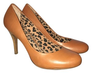 Jessica Simpson Tan Pumps
