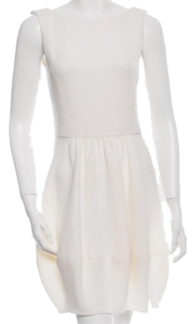 Preload https://img-static.tradesy.com/item/8799103/oscar-de-la-renta-creme-wool-above-knee-cocktail-dress-size-2-xs-0-1-650-650.jpg
