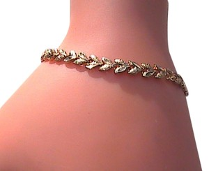 10k Yellow Gold Diamond Cut Leaf Bracelet
