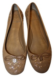 Tory Burch Patent Leather Gold Logo tan Flats