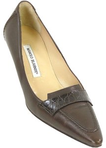 Manolo Blahnik Pointed Toe Alligator Crocodile Kitten Brown Pumps