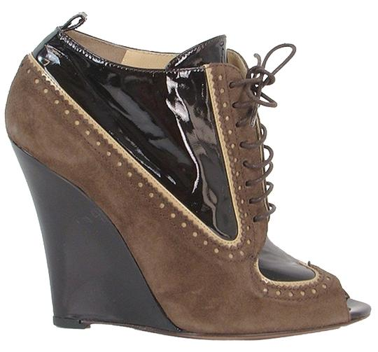 Preload https://img-static.tradesy.com/item/880720/moschino-brown-suede-and-patent-peep-toe-wedge-bootsbooties-size-us-7-0-0-540-540.jpg
