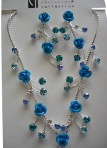 Christina's BEAUTIFUL NEW AQUA ROSE NECKLACE AND EARRING SET