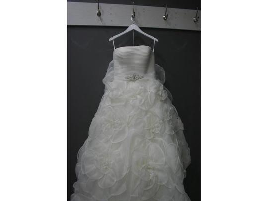 Pronovias Ivory Garza Silk and Tulle Licia Formal Dress Size 6 (S)