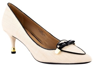 Isaac Mizrahi Cream/Black Pumps