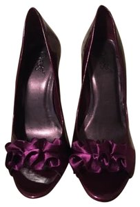 Carlos by Carlos Santana Ruffle Patent Leather Magenta Pumps