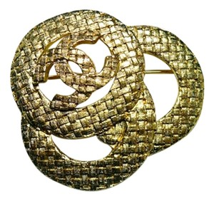Chanel Vintage 1991 Camellia Gold Plated Tweed-Look CC Emblem Brooch Pin