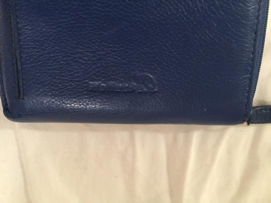 WalletBe Leather W/Three Sided Zipper Closure Image 3