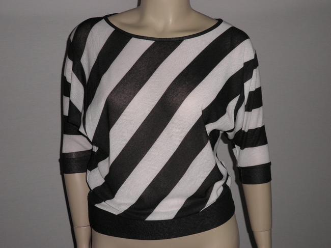 Absolutely Famous Top Black & White