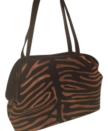 Preload https://img-static.tradesy.com/item/8828308/zebra-print-tan-and-black-pony-hair-type-material-shoulder-bag-0-2-540-540.jpg