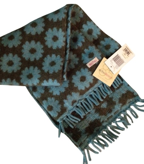 Preload https://img-static.tradesy.com/item/882994/echo-design-teal-and-green-new-with-tags-scarfwrap-0-0-540-540.jpg