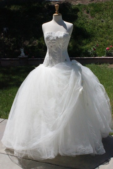 St. Pucchi White Tulle & Lace Formal Wedding Dress Size 8 (M)