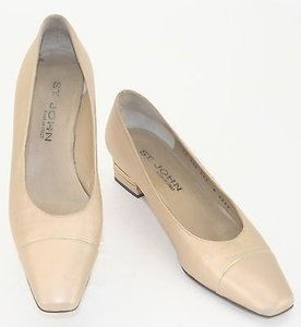 St. John John Leather Logo Plate On Heels Mid Heel B317 Gold Pumps