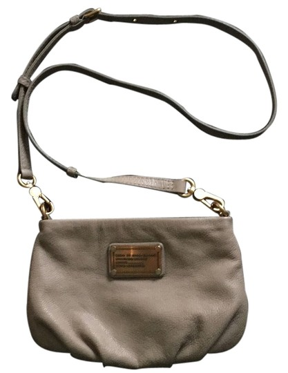 Preload https://img-static.tradesy.com/item/8867020/marc-by-marc-jacobs-nude-leather-cross-body-bag-0-1-540-540.jpg