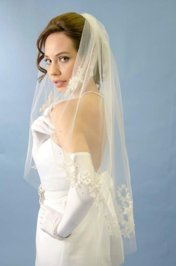 Ansonia Bridal White Medium Beaded Lace Fingertip Bridal Veil