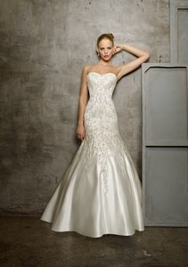Mori Lee Diamond/Silk White Satin 2512 Modern Wedding Dress Size 6 (S)
