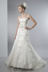 Alfred Sung 6850 Wedding Dress