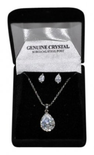 Preload https://img-static.tradesy.com/item/8908/silvertone-and-clear-tear-drop-crystal-pendant-earrings-necklace-0-0-540-540.jpg