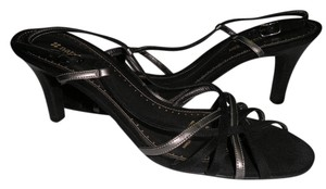 Naturalizer Black/Gray Pumps
