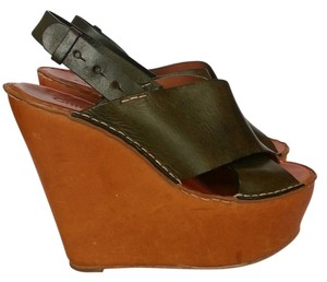 Chloé Green and Tan Wedges