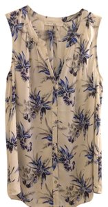 Sarah Danielle Top Off white with a beautiful tropical pattern