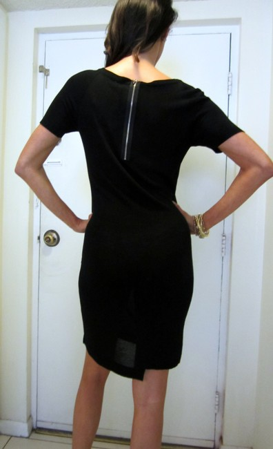 Yuka Paris Zipper Lbd V-neck Dress