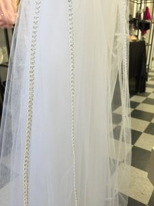 White Medium Silver Stitched Bridal Veil