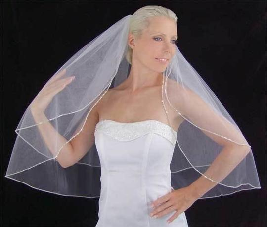 Preload https://item2.tradesy.com/images/ivory-off-white-medium-crystal-and-beaded-edge-ivory-bridal-veil-89506-0-0.jpg?width=440&height=440