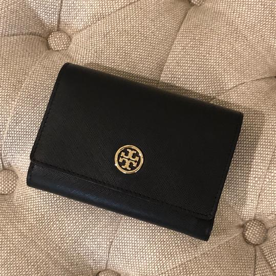 Tory Burch Robinson Medium Flap Wallet