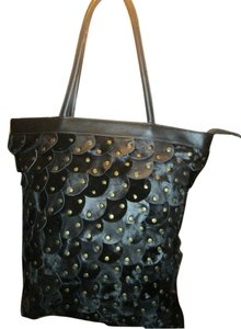 Cache Tote in Black
