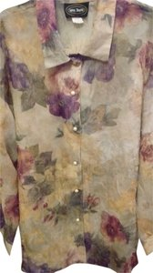 Max Taylor Top Beige with purple and burgundy abstract flowers