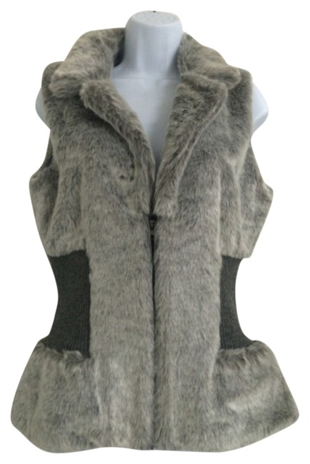 Preload https://img-static.tradesy.com/item/8955550/romeo-and-juliet-couture-gray-faux-fur-vest-size-10-m-0-1-650-650.jpg