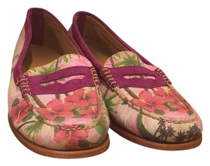 Bass Pennyloafers Weejuns Fushia suede trim with floralcanvas. Flats