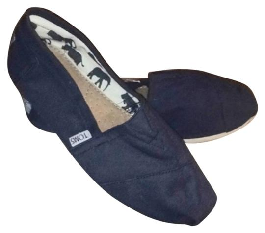 Preload https://img-static.tradesy.com/item/8965930/toms-blue-a-breathable-leather-footbed-offers-essential-comfort-in-the-versatile-wonderfully-flats-s-0-1-540-540.jpg