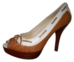 Michael Kors Leather Platform Pump brown & cream Pumps