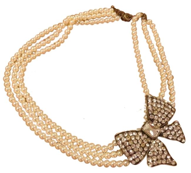 Item - Pearl White Stunning Necklace with Bow