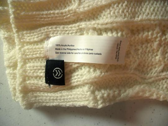 Isotoner Womens Isotoner Winter Scarf Ivory Color