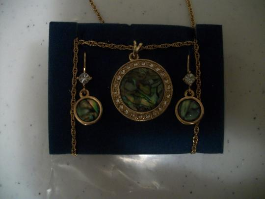 Avon Adjustable Gold Tone Abalone Pendant Necklace & Earring Set