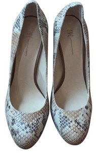 INC International Concepts Taupe reptile Pumps