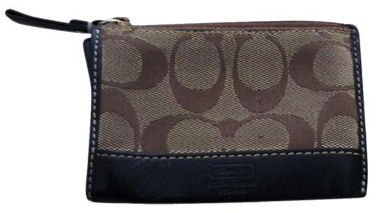 Preload https://item4.tradesy.com/images/coach-coach-signature-change-wallet-898693-0-0.jpg?width=440&height=440