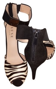 JustFab Luxe Luxury Sexy Black, white, zebra print Pumps
