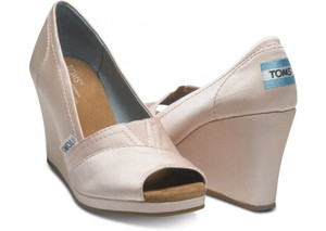 TOMS Pale Pink Satin Petal Grosgrain Women's Wedges Size US 5.5