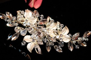 Mariell Stunning Swarovski Crystal Gold Champagne Wedding Hair Comb