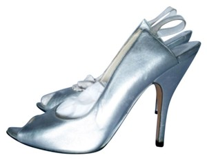 Gucci Silver Metallic Pumps