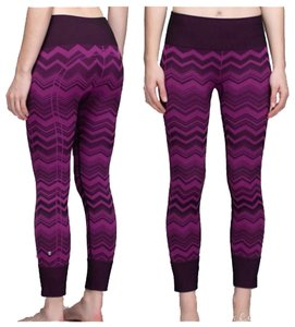 Lululemon New With Tags Chevron ebb To Street Pants Size 4