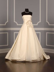Vera Wang 12088 Wedding Dress