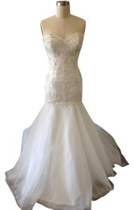 Essense of Australia Ivory/Silver Tulle/Beading 6107 Modern Wedding Dress Size 12 (L)