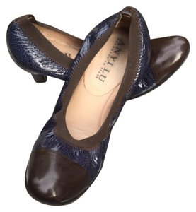 Anyi Lu Designer Face Pump Navy with Brown Pumps